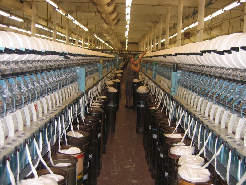 У нас вы сможете приобрести многочисленные виды тканей для пошива костюмов и верхней одежды (пальто, плащей)